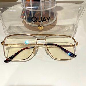 Quay blue light👓